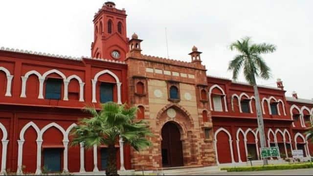 Image result for AMU में जिन्ना की तस्वीर पर बोले योगी, जिन्ना ने सिर्फ देश को बंटवारा किया