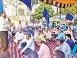 दलित उत्पीड़न संघर्ष समिति ने दिया धरना