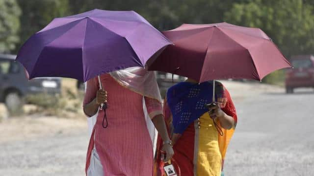 The Met department said the heat wave is likely to continue till May 27.(Sanjeev Verma/HT Photo)