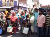 पानी सप्लाई ठप होने पर गुस्साए लोगों ने लगाया जाम