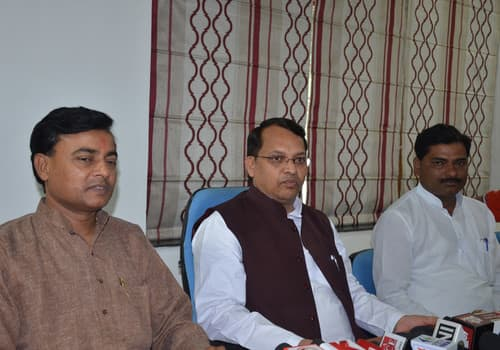 सरकारी बंगलों में राजसी ठाठ से रह रहे सपा-बसपा के नेता
