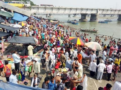 ज्येष्ठ पूर्णिमा पर लाखों ने किया गंगा स्नान