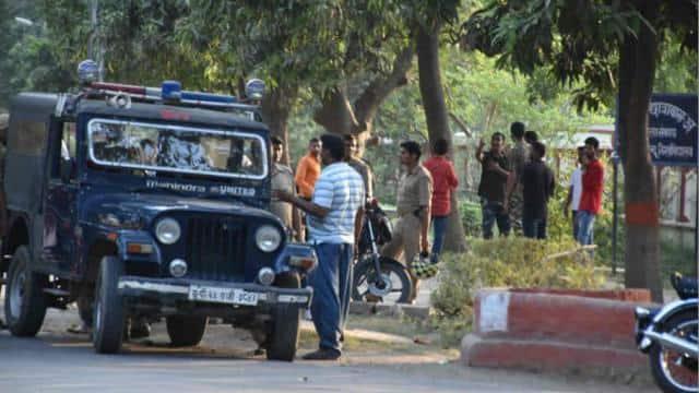 बीएचयू में बढ़ी सर्तकता बिड़ला हॉस्टल पर पुलिस तैनात