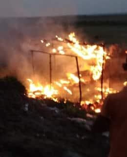 इंग्लिस गांव में दबंगो ने मारपीट कर जलाया बासा