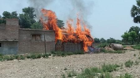दुष्कर्म के आरोपित की गिरफ्तारी नहीं होने पर मोतीपुर में बवाल-आगजनी
