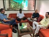 उपराज्यपाल कार्यालय में धरना देते अरविंद केजरीवाल और उनके मंत्री