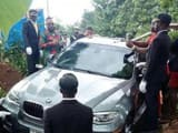 बेटे ने पिता को 45 लाख रुपये की BMW कार में किया दफन