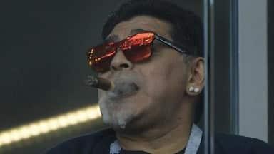 FIFA WC 2018: एक बार फिर विवादों में घिरे 'सिगार' के शौकीन डिएगो माराडोना-VIDEO
