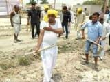 खफा मंत्री ओमप्रकाश राजभर खुद सड़क बनाने उतरे