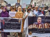 शुजात बुखारी की हत्या के खिलाफ प्रदर्शन करते पत्रकार। (Photo- PTI)