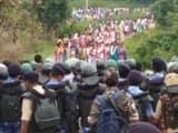 पुलिस और  पत्थलगड़ी समर्थक आमने-सामने (फोटो, हिन्दुस्तान)