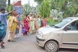 पानी के लिए महिलाएं सड़क पर उतरीं