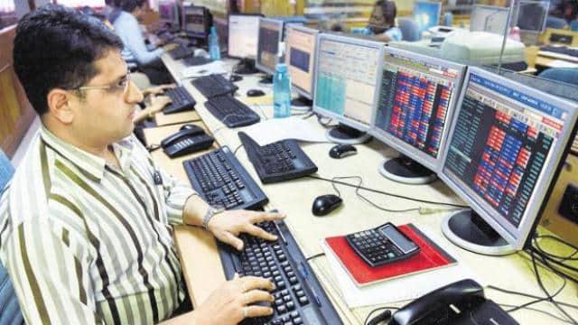 शेयर बाजार में लौटी रौनक, सेंसेक्स में तेजी, निफ्टी रिकॉर्ड 17,380 अंक पर बंद