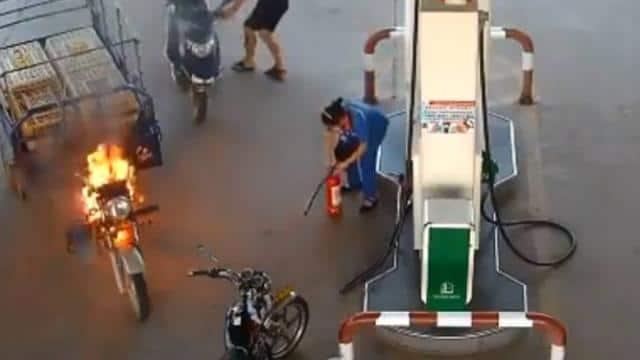 चीन के जियांग्शी के पेट्रोल पंप वीडियो वायरल