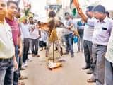 राजधानी में लाठी चार्ज का विरोध