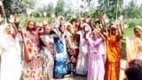 गंदगी के विरोध में सड़कों पर उतरी महिलाएं