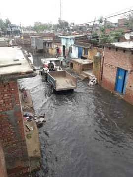 बारिश होते ही जलभराव, घरों तक पहुंचा पानी