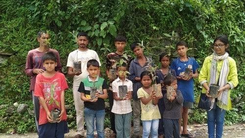 बच्चों ने पौधरोपण कर लिया पर्यावरण संरक्षण का संकल्प