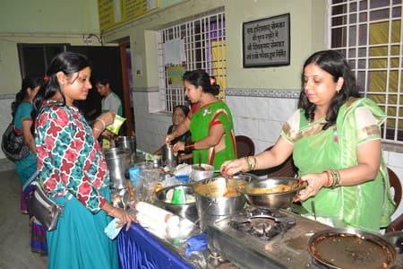 सावन मेला में लजीज व्यंजनों के साथ खरीदारी का उठाया लुत्फ