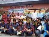 इफको ने छात्रों को नीम के पौधे बांटे