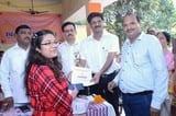 हसनपुर में जनप्रतिनिधि-अफसरों ने सम्मानित किए मेधावी बच्चे, समझाए सफलता के गुर