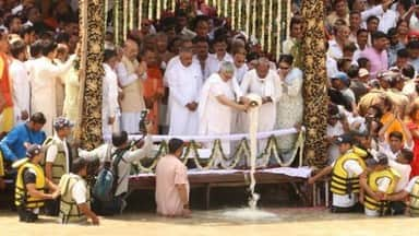 One lakh people attend immersion of Atal ashes