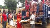 रामगढ़ में 200 लाभुकों के बीच बंटा गैस सिलिंडर