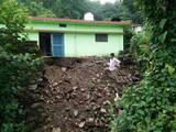 रानीपोखरी में बारिश से कई मकानों के पुस्ते धंसे