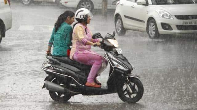 Rain and thunderstorm lash parts of Delhi