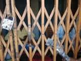 टाटीझरिया में बिजली कर्मियों को ग्रामीणों ने चार घंटे बंधक बनाया