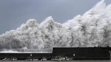 Typhoon Jebi likely to hit Japan on Tuesday