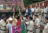 पप्पू यादव पर हमले के खिलाफ ट्रेन रोक प्रदर्शन
