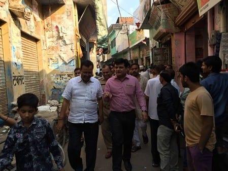 शाहपुर में भाजपा नेता के गोदाम पर छापा, अफसरों को घेरा