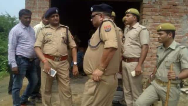 गजनेर थाना क्षेत्र के गगरौली गांव के मजरा दलपतपुर में हत्या की सूचना पर पहुंची पुलिस।