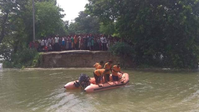 auto and bolero drowned after road cut in pressure of flood water in ganga in naugachia