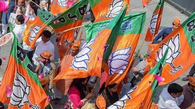 इसके अलावा पार्टी ने राज्य की सभी 18 जिला परिषदों की सीटों पर भी कब्जा कर लिया।