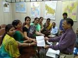 नगर आयुक्त को महिला व्यापारियों ने दिया ज्ञापन