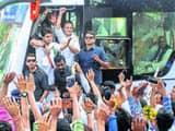 मध्यप्रदेश में रोड शो करते कांग्रेस अध्यक्ष राहुल गांधी। (Photo-PTI)