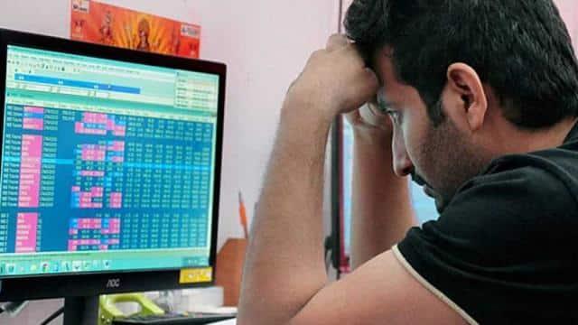 शेयर बाजार लगातार तीसरे दिन गिरावट के साथ बंद, सेंसेक्स 202 और निफ्टी 67 अंक फिसला