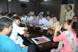 किसानों ने गन्ना परिषद के कार्यालय पर काटा हंगामा