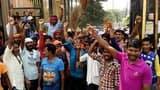 तनख्वाह न मिलने से नाराज सफाई कर्मचारियों का गुस्सा फूटा, प्रदर्शन
