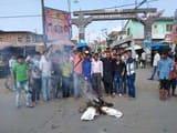 विप कार्यकर्ताओं ने फूंका ममता का पुतला