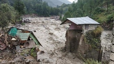 25 people have died in flashfloods, landslides, roof-collapse by incessant rain in north India