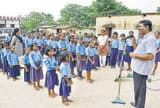 कांटी में शिक्षकों की पहल से दूसरे राज्यों की कला-संस्कृति से रूबरू हो रहे स्कूली बच्चे
