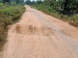जर्जर सड़क से घोर परेशानी का सामना कर रहे बुरुडीह के ग्रामीण