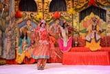 रामलीला समिति बीटी गंज हुआ में श्री राम का जन्म