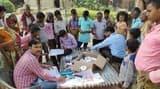 पिलखना गांव में बुखार के मरीजों को मिली दवा