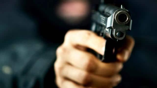 bank cashier shot dead in delhi