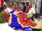 दुर्गा पूजा में महिलाओं को भा रही बंगाली तांत की साड़ी