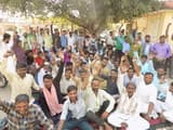 गजरौला मंडी में आढ़त आठ प्रतिशत करने पर बिफरे फल विक्रेता, प्रदर्शन के दौरान नारेबाजी
